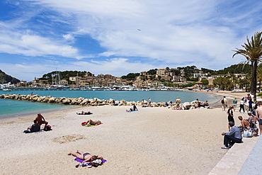 Sandy beach in Port de Soller, Soller, northwest coast of Mallorca, Balearic Islands, Mediterranean Sea, Spain, Europe