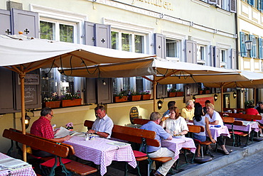 Bar cafe restaurant terrace, Scheiner's Gaststuben on Katzenberg in the old town, UNESCO World Heritage Site Bamberg, Upper Franconia, Bavaria, Germany, Europe