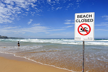 Sign, No swimming, beach closed, Manly Beach, North Sydney, New South Wales, NSW, Pacific Ocean, Australia