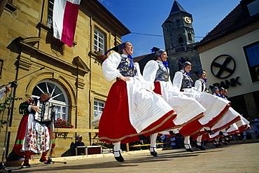 Tradtional costume group dances, Goessweinstein, Franconian Switzerland, Bavaria, Germany