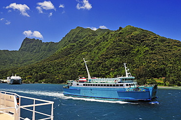 Harbour of Moorea, Windward Islands, Society Islands, French Polynesia, Pacific Ocean