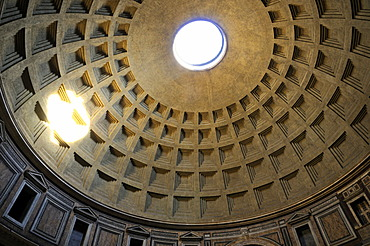Dome of the Pantheon, Rome, Italy, Europe