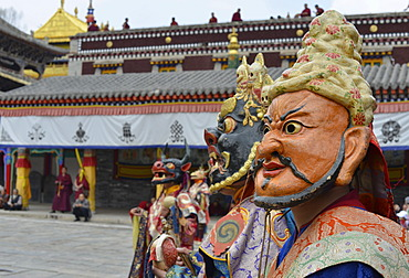 Tibetan Buddhism, religious Cham mask dance at the important Gelugpa monastery of Kumbum, Huangzhong, Xinning, Qinghai province, formerly known as Kokonur, Tibet, China, Asia