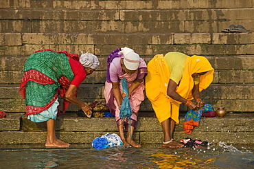Women washing clothes on the Ghats or holy stairs, Ganges, Varanasi, Uttar Pradesh, India, Asia