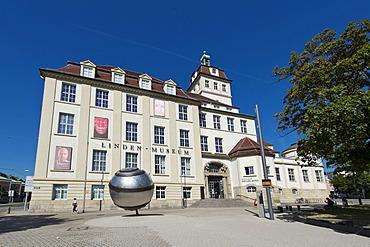 Linden Museum, an ethnographic museum, Hegelplatz square, Stuttgart, Baden-Wuerttemberg, Germany, Europe