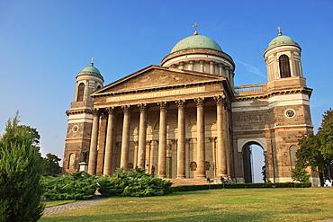 Exterior of the neo-classical Esztergom Basilica, Esztergomi Bazilika, cathedral, Esztergom, Hungary, Europe