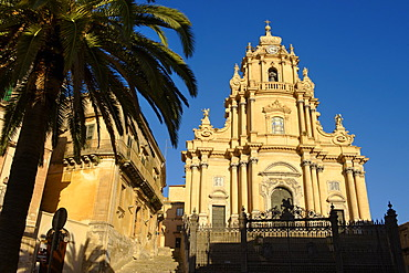 Baroque cathedral of St George, designed by Rosario Gagliardi, Piazza Duomo, Ragusa Ibla, Sicily, Italy, Europe