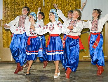"Performance of the folklore dance troupe ""Bessarabskij Souvenir"" at the Black Sea resort of Sergejewka, also known as Serhijivka, Ukraine, Eastern Europe, Europe"