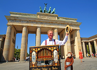 Hurdy gurdy man in front of Brandenburg Gate, Berlin, Germany, Europe