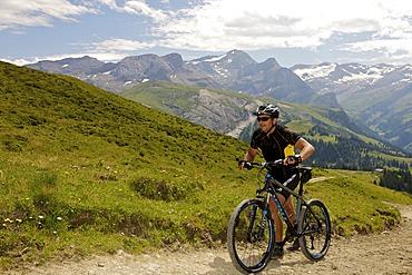 Mountain biker in the Alps near Lauenen, Canton Bern, Switzerland, Europe