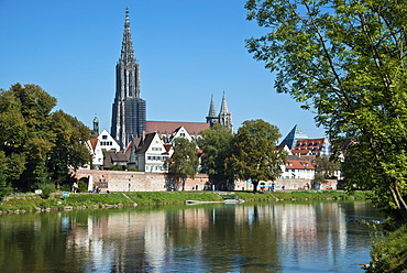 View from Neu-Ulm in Bavaria over the Danube on Ulm with the Minster, Swabia, Baden-Wuerttemberg, Germany, Europe, PublicGround