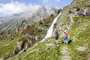 Hikers ascending to the Sattelspitz  in the Texel group through Zieltal, Meran and surroundings Meraner Land, Province of South Tyrol, region of Trentino-Alto Adige, Italy, Europe