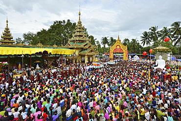 Pilgrims' procession to the Shwe Taung Zar Pagoda, day of meditation, Dhammakaya Foundation, Buddhist monks, Dawei, Tanintharyi Region, Myanmar, Asia