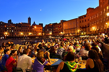 Crowded tables of the restaurants on the track of the Palio di Siena after the race, Piazza del Campo, Siena, Tuscany, Italy, Europe