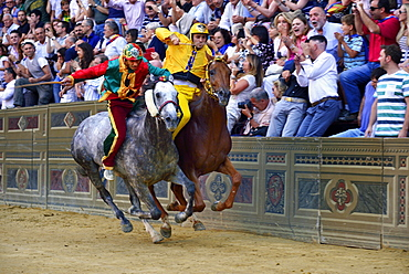 Overtaking manoeuvre of the winner at the historic horse race Palio di Siena, Piazza del Campo, Siena, Tuscany, Italy, Europe
