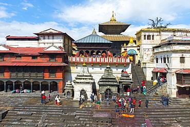 Cremation ghat along the Bagmati river, Pashupatinath Temple complex, Kathmandu, Nepal, Asia