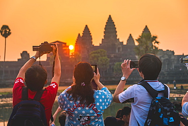 Tourists take pictures Angkor Wat, Sunrise, Angkor Wat, Angkor Archaeological Park, Province Siem Reap, Cambodia, Asia