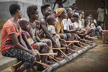Pygmies, people of Baaka, or Baka, or Ba'aka, Music Performance and Dance, Grand Batanga, Southern Region, Cameroon, Africa