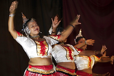 Traditional dance, dancers in traditional costumes, Kandy, Central Province, Sri Lanka, Asia