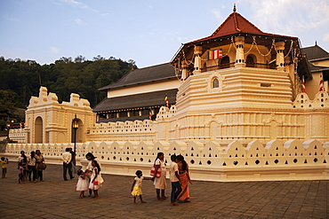 Temple of the Sacred Tooth Relic, evening light Kandy, Central Province, Sri Lanka, Asia