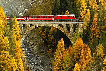 Rhaetian Railway, Val-Mela Viaduct, Graubünden Canton, Switzerland, Europe