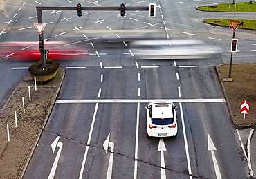 Car traffic, Alter Markt, Wuppertal, Bergisches Land, North Rhine-Westphalia, Germany, Europe