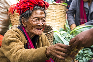 Smiling woman, saleswoman from Pao hilltribe or mountain people, market, Kalaw, Shan State, Myanmar, Burma, Asia
