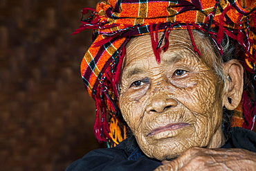 Old woman of mountain tribe or mountain people Pa-O or Pa-Oh or Pao or Black Karen or Taungthu or dew-soo, ethnic minority, portrait, near Kalaw, Shan State, Myanmar, Asia