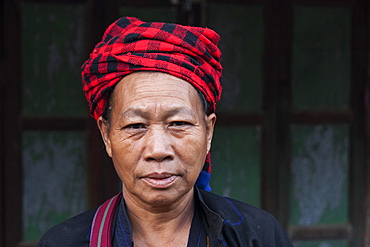 Man of the ethnic group of the Pa-O with traditional headdress, portrait, Nyaung Shwe, Shan State, Myanmar, Asia