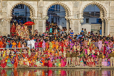 Mewar Festival, a festival women in celebration of Lord Shiva and his wife Parvati at Gangaur Ghat on the banks of Lake Pichola, Udaipur, Rajasthan, India, Asia