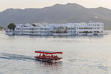 Taj Lake Palace, Heritage or Palace Hotel, Lake Pichola, Udaipur, Rajasthan, India, Asia