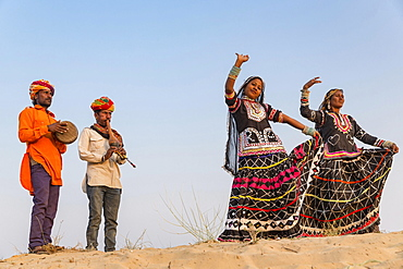 Two women dancing, musicians, Pushkar, Rajasthan, India, Asia