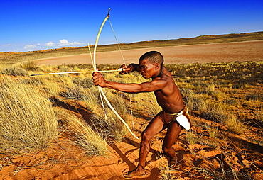 Bushman of the San people hunting, !Xaus Lodge, Kalahari or Kglagadi Transfrontier Park, Northern Cape, South Africa, Africa