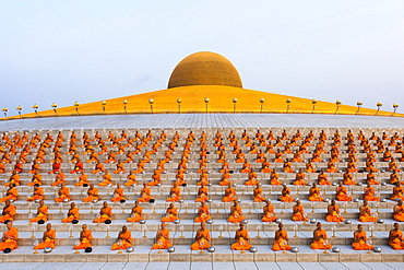 Wat Phra Dhammakaya temple on Makha Bucha Day or Magha Puja Day, Theravada Buddhists, monks sitting around the Chedi Mahadhammakaya Cetiya, Khlong Luang District, Pathum Thani, Bangkok, Thailand, Asia *** IMPORTANT: Image may not be used in a negative context with the Dhammakaya temple ***