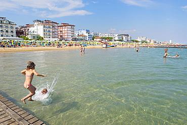 Tourists on the beach, Jesolo, Veneto, Adriatic, Italy, Europe