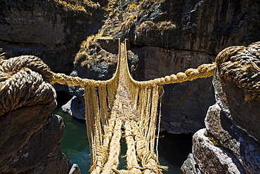 Qu'eswachaka suspension bridge, rope bridge made of woven Peruvian Feathergrass (Stipa ichu), over the Apurimac River, last known working Inca suspension bridge, national cultural heritage of Peru, Southern Peru, Peru, South America