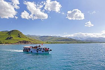 Ferry to the island of Akdamar, Lake Van, Van province, Eastern Anatolia Region, Anatolia, Turkey, Asia
