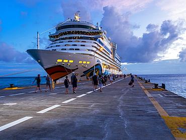 Cruise ship at dusk, Philippsburg, Caribbean, Sint Maarten, Niederlande, North America