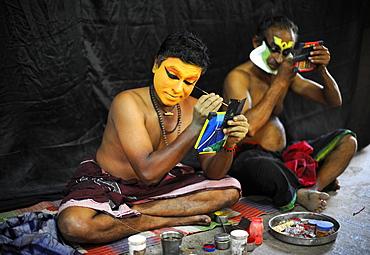 Kathakali actors applying makeup, Varkala, Kerala, South West India, India, Asia