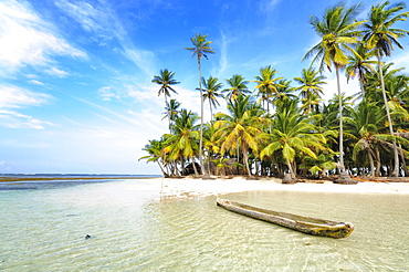 Dugout boat, deserted beach with palm trees on a tropical island, Cayos Chichime, Chichime Cays, San Blas Islands, Panama, Central America