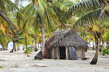 Hut of the Kuna Indians, tropical island, Chichime Cays, San Blas Islands, Panama, Central America