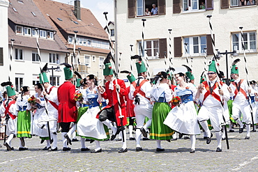 Menuettgruppe dance group with fishing girls and white fishermen during the fishing dance, Fischerstechen or water jousting festival, Ulm, Baden-Wurttemberg, Germany, Europe