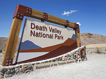 Sign at the eastern entrance to the Death Valley National Park, California State Route 190, Death Valley National Park, California, USA, North America