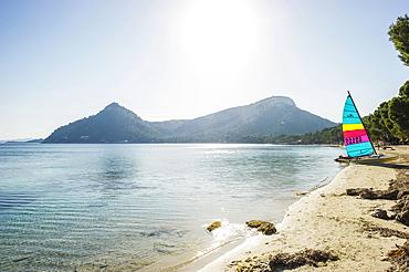 Sailing boat and beach, Platja Formentor, Cap de Formentor, Pollenca, Majorca, Balearic Islands, Spain, Europe
