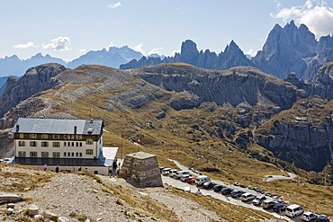 Refugio Auronzo, Tre Cime di Lavaredo or Drei Zinnen peaks, Gruppo dei Cadini or Cadini group at back, Dolomites, Italy, Europe