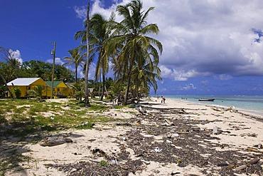 Polluted beach with tourist cabins, Little Corn Island, Caribbean Sea, Nicaragua, Central America, America