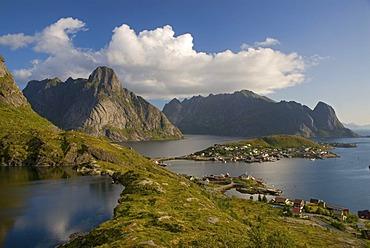 Coastline and mountains, Reine, island of Moskenesoy, Moskenesoy, Lofoten archipelago, Nordland, Norway, Europe