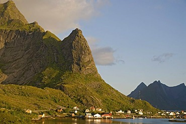 The mountain Reinebringen and the houses of Reine at the coast of the Norwegian Sea, island of Moskenesoy, Moskenesoy, Lofoten archipelago, Nordland, Norway, Europe
