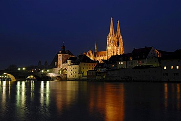 The floodlit towers of the cathedral as seen across the Danube river, at night, Regensburg, Upper Palatinate, Bavaria, Germany, Europe