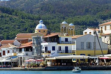 Harbour of Kokkari, with the church of Agios Nikolaos, Samos island, southern Sporades, Aegean sea, Greece, Europe
